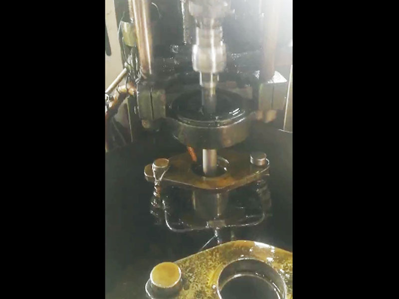Honing cylinder liner