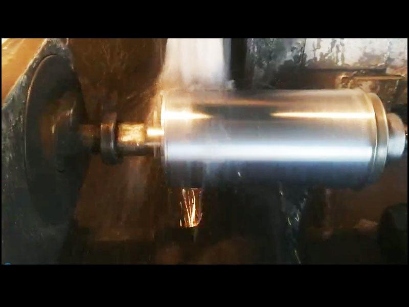 External grinding of cylinder liner